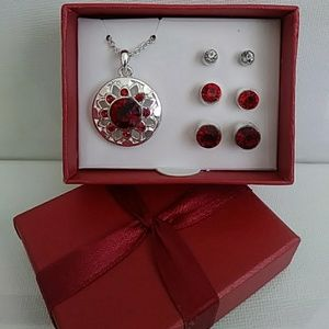 Delight Necklace & Earrings Set. Brand NEW!